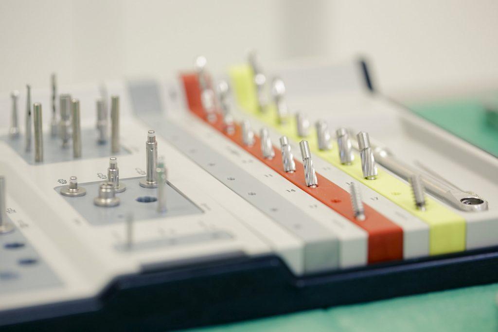 Sfaturi după inserare de implante și augmentări
